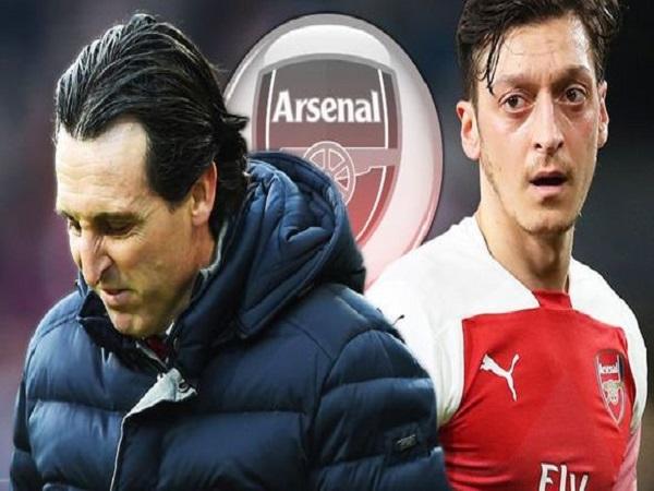 Tiền vệ Oezil quyết bám trụ lại ở Arsenal dù không được trọng dụng