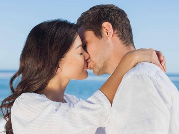Chiêm bao mơ thấy hôn nhau là điềm báo gì?