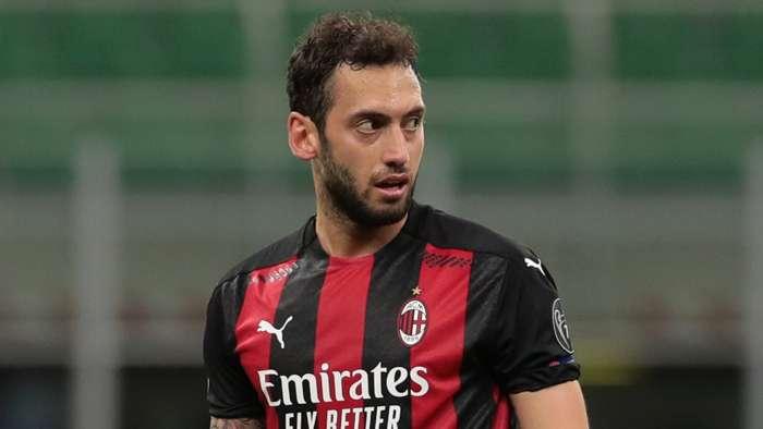 Calhanoglu được liên kết giữa Man Utd và Chelsea cung cấp thông tin cập nhật trong tương lai khi hợp đồng với AC Milan hết hạn