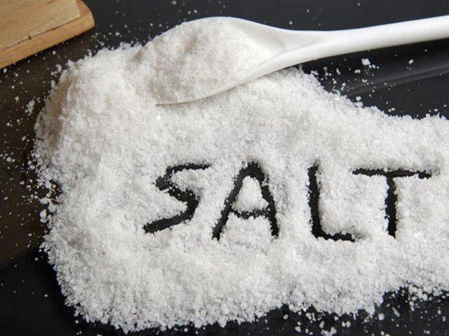 Những cách thông minh để đảm bảo con bạn không ăn quá nhiều muối