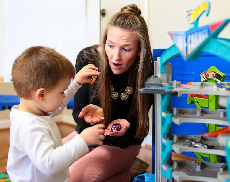 Con tôi 3 tuổi nên nói, hiểu và chơi như thế nào?